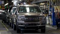 Một loại linh kiện thiếu đang khiến các hãng ô tô lao đao, Ford phải hy sinh cắt công nghệ trên xe nhưng lại ăn đủ ''''gạch đá''''
