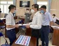 Bệnh viện Chợ Rẫy trao học bổng 'đỡ đầu' cho học sinh mất cha mẹ vì COVID-19