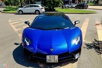 Chiêm ngưỡng Lamborghini Aventador SV Roadster sở hữu màu sơn tùy chỉnh theo góc nhìn