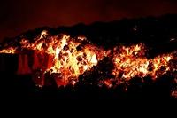 Núi lửa Tây Ban Nha phun trào, dung nham nuốt chửng 100 ngôi nhà