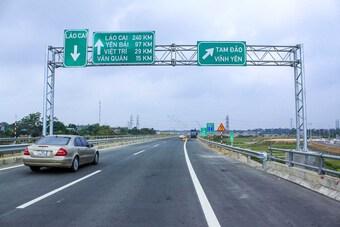 Không có chuyện tài xế đi vòng 2km, ùn tắc tại cao tốc Nội Bài - Lào Cai