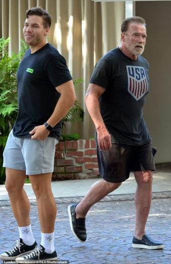Con trai riêng của tài tử Arnold Schwarzenegger ngày càng giống cha