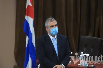 Chủ tịch nước chứng kiến lễ ký kết mua 5 liệu liều vắc xin của Cuba