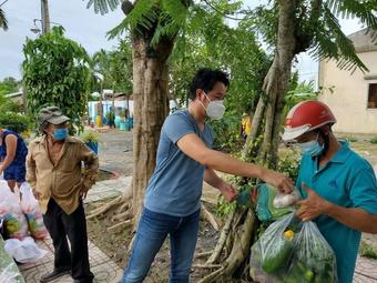 Ca sĩ Nguyễn Phi Hùng giấu gia đình đi chống dịch vì lòng biết ơn Sài Gòn