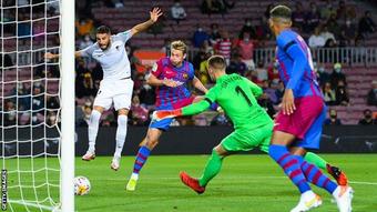 Barcelona 1-1 Granada: Barcelona suýt thua sân nhà, Koeman có nguy cơ mất việc