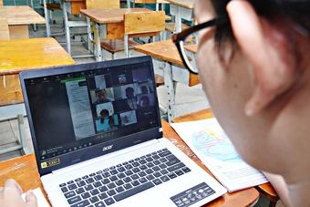 Tin tức giáo dục đặc biệt 21.9: Học trực tuyến cấp tiểu học có gì lạ?