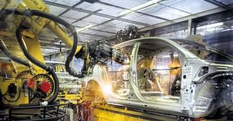 """Công nghiệp hỗ trợ ôtô 30 năm loay hoay với """"giấc mơ"""" nội địa hóa"""