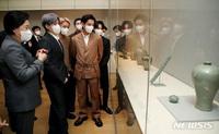 V (BTS) không đeo khẩu trang giữa mùa dịch khiến netizen Hàn và quốc tế khẩu chiến dữ dội