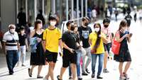 Dịch tái bùng mạnh và chiến lược đối phó bình tĩnh của Singapore