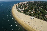 """Bất ngờ lý do """"sốt"""" đất ở những ngôi làng ven biển nước Pháp"""