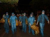 Hàng trăm 'chiến sĩ áo trắng' cấp tốc lên đường 'chia lửa' với Hà Nam