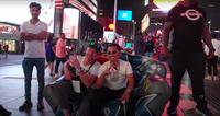 Tỷ phú Việt Johnny Đặng được fan Mỹ vây quanh, xin chụp hình dù chỉ đi dạo