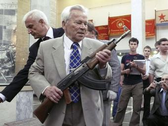 """AK-47: Vũ khí tuyệt mật của Nga bị tình báo Mỹ CIA """"tóm sống"""" theo cách không ai ngờ tới"""