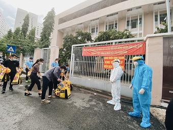 Tết Trung thu của sao Việt: Tiểu Vy vào ''tâm dịch'', Xuân Bắc tặng quà ''khủng''