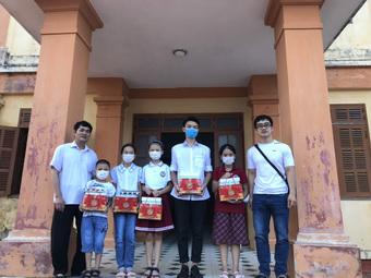 Tặng quà Trung thu cho hơn 7.000 con em cán bộ y tế tuyến đầu chống dịch