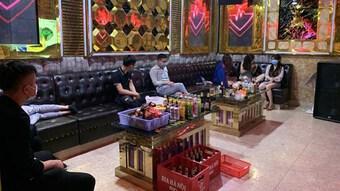 Vi phạm quy định, chủ quán karaoke và khách bị phạt hơn 100 triệu đồng