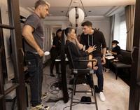 """Chuyện chưa kể: Vật """"thò"""" ra trên người Kim Kardashian tại Met Gala trị giá gần 230 triệu VNĐ!"""