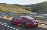 Xe sang Porsche triệu hồi đợt thứ 3 do nguy cơ gãy trục sau