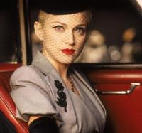 """Huyền thoại thảm đỏ Oscar: Madonna đẹp đến độ kiêu sa vô thực, vòng 1 ngồn ngộn ngộp thở lu mờ """"ông hoàng"""" Michael Jackson"""