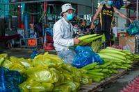 Chàng trai xuất thân từ trẻ mô côi, mỗi ngày nấu 700 suất ăn cho người nghèo