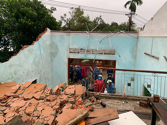 Quảng Ngãi: Lốc xoáy tốc mái, làm hư hỏng hàng loạt nhà dân