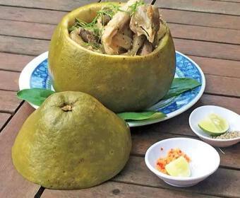 Bắt cả con gà chui tọt vào quả bưởi, thành đặc sản nổi tiếng Đồng Nai