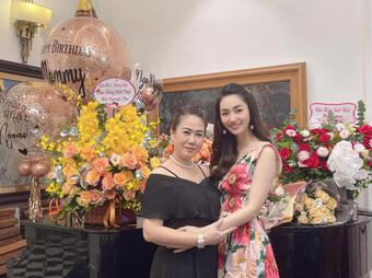 Trà My, Thanh Tú tổ chức sinh nhật cho mẹ, nhan sắc trẻ trung của 2 nàng Á hậu gây chú ý
