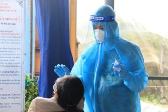 Sóc Trăng cách ly y tế 5.000 hộ dân vì ổ dịch mới, Cần Thơ ra viện 61 ca