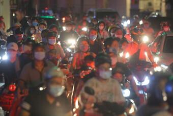 Sau khi người dân ra đường chơi Trung Thu, quận Hoàn Kiếm ra văn bản chấn chỉnh