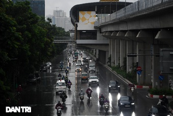 Vì sao Hải Phòng cứ mưa lớn phố lại thành sông?