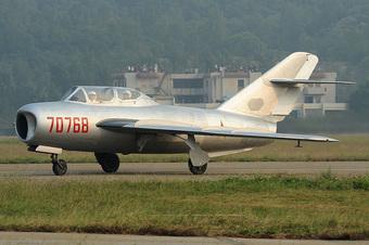 12 tiêm kích MiG Trung Quốc truy đuổi máy bay do thám Mỹ: Thảm kịch lịch sử đã xảy ra!