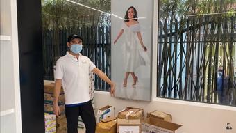 """""""Việt Hương lo làm từ thiện, giờ để cửa hàng vắng hoe, xác xơ như thế này"""""""