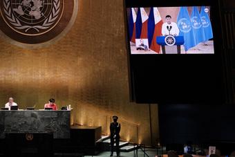 Tổng thống Duterte: Nạn thu gom vắc xin ''hành hạ các nước nghèo''