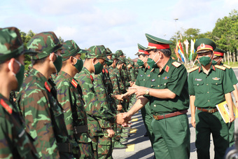 Hơn 1350 cán bộ, chiến sĩ quân dân y gấp rút lên đường tăng viện cho 'tuyến lửa'