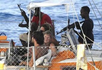 """Siêu du thuyền lắp vũ khí """"khủng"""" như tàu chiến: Hải tặc vừa nhìn đã khiếp vía xin tha!"""