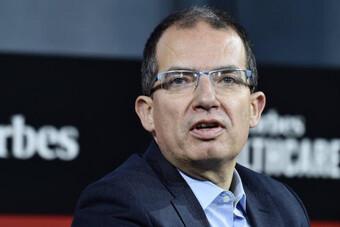 Giám đốc điều hành Moderna dự đoán đại dịch sẽ kết thúc trong một năm nữa