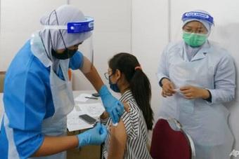 Malaysia nêu điều kiện mở cửa du lịch, Mỹ mua thêm 500 triệu liều vắc xin
