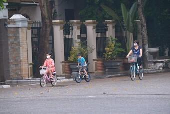 Bất chấp quy định, nhiều người dân Thủ đô vẫn ra đường tập thể dục