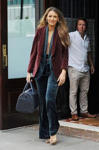 """Vẻ đẹp gợi cảm và quyền lực của phong cách """"suit không sơ mi"""""""
