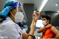 Bệnh nhân ung thư có nên chọn vắc xin Covid-19 để tiêm?