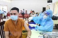 Bộ Y tế: Người dân có thể tiêm 2 mũi vaccine ở địa phương khác nhau
