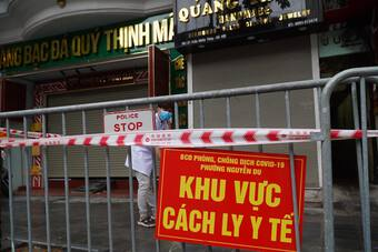 Người tử vong dương tính với SARS-CoV-2 từng bán bánh bao, Hà Nội khẩn tìm người liên quan