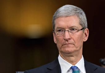 """Tình huống """"dở khóc dở cười"""" của CEO Tim Cook với nhân viên Apple"""