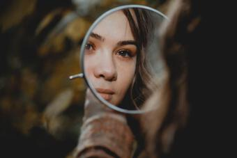 Kiêng kỵ về phong thủy khi treo gương trong nhà, tránh ảnh hưởng tài lộc