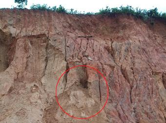 3 trẻ em bị đất vùi lấp tử vong