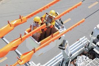 EVNCPC: Giảm thấp cả số lần và thời gian mất điện của khách hàng
