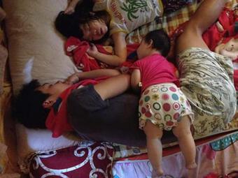 Các 'ông bô' biến thành nạn nhân vì trót ngủ khi nhóc tì còn thức