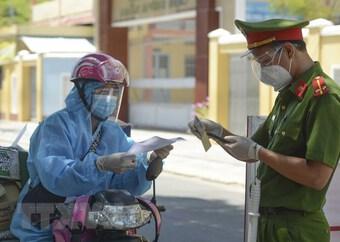 TP.HCM thông tin về việc tiêm vaccine và xét nghiệm cho shipper