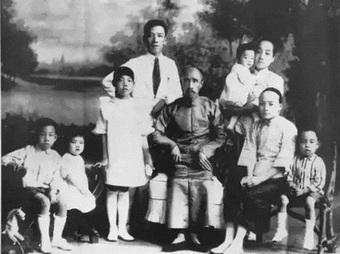 """Gia tộc không chỉ """"giàu 3 họ"""" mà còn trải qua 15 thế hệ liên tục phồn vinh: Bí quyết nằm ở 5 trí tuệ được đúc kết và truyền đời"""