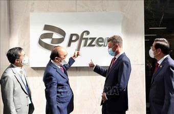 Chủ tịch nước thăm Công ty Pfizer, thúc sớm bàn giao vắc xin cho trẻ em